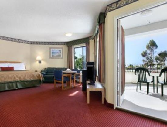 Travelodge San Clemente Beach: King Bed Room