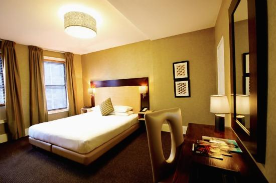 Amsterdam Court Hotel : WHAms King Guestroom Large