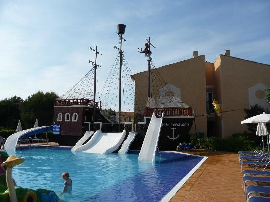 Viva Menorca: Pirate ship pool
