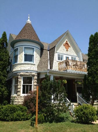 MacLean Estate Bed & Breakfast