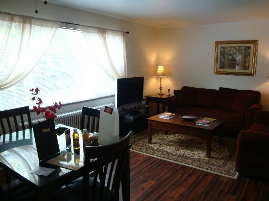 Shadyside Inn Suites: Living Room