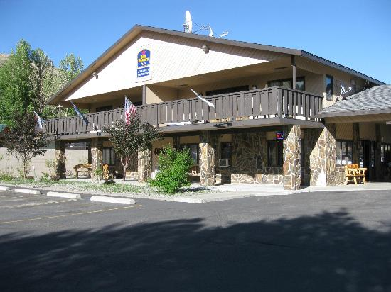 BEST WESTERN PLUS By Mammoth Hot Springs: The motel reception area.