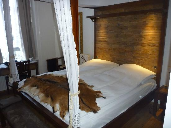 Carlton Hotel Guldsmeden: Our bed in one of the newly renovated rooms