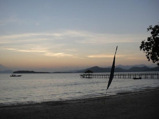 Cocotinos Sekotong, a Boutique Beach Resort & Spa: Dusk in Sekotong