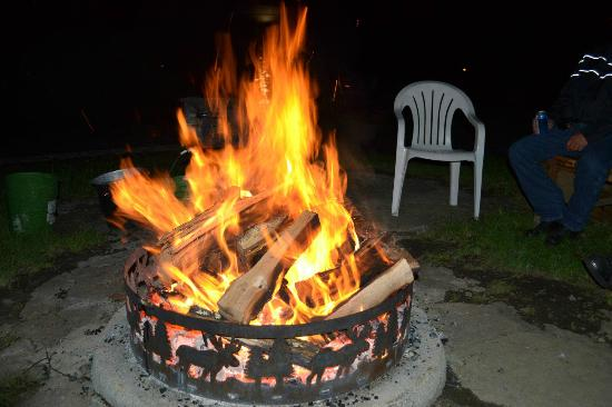 Candlelight Cottages LLC on Lake George: Great communal firepit