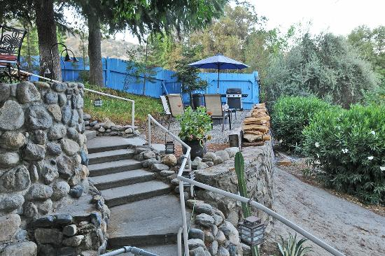 Rio Sierra Riverhouse: A mid-level fire pit and lounging area