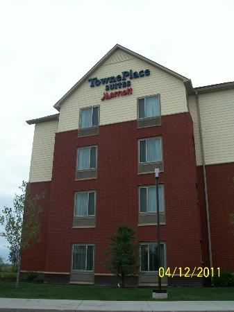TownPlace Suites Des Moines Urbandale: Side view as we pulled in
