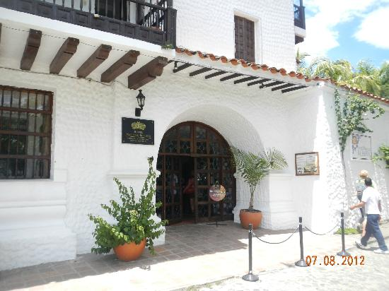 Hotel Mariscal Robledo: Entrance to Hotel