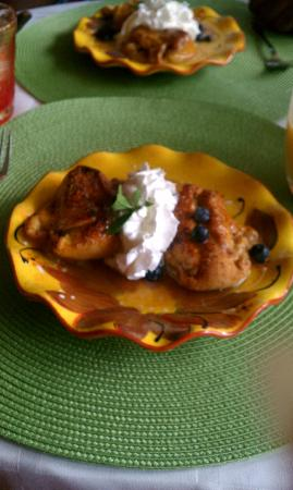 Country Villa B&B Inn & Day Spa: Apple and peach dumplings