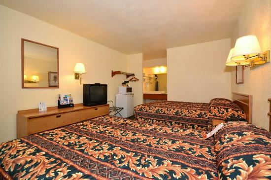 Super 8 San Luis Obispo: TWO DOUBLE BEDS GUEST ROOM
