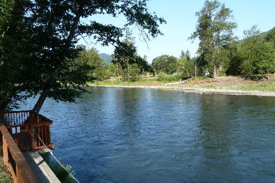 Bella Rosa Inn: Rogue River from private docd