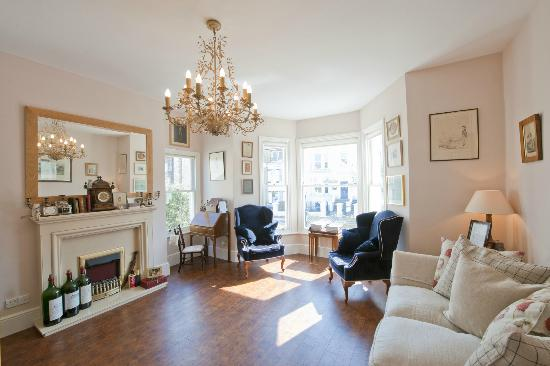 Burrow House: Relax in our guests drawing room