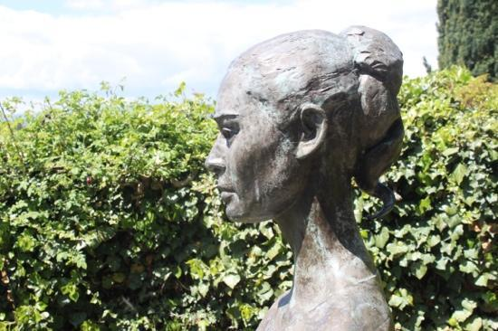 Morges, Ελβετία: Statue of Audrey Hepburn outside of the Cemetary. Peace.