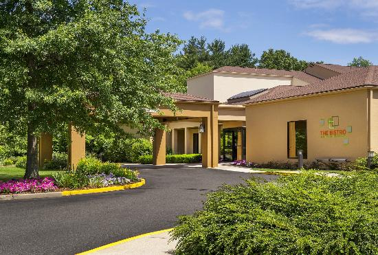 Courtyard by Marriott Andover: Exterior