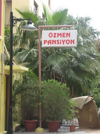 Ozmen Pension: Entrance