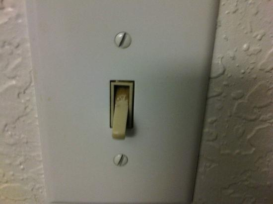 Days Inn Holland: Dirty Light Switches