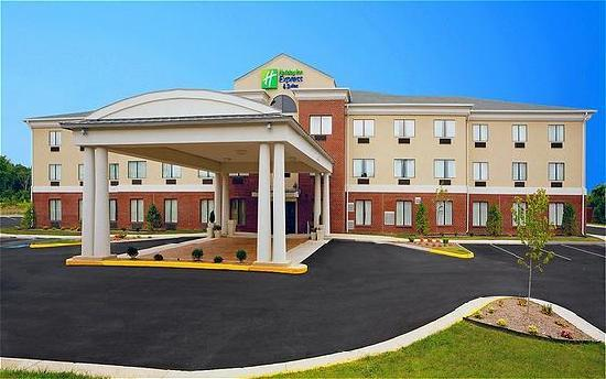 Holiday Inn Express  & Suites Thornburg (I-95 Exit 118): Holiday Inn Express Thornburg
