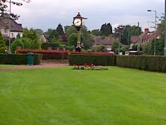 Pebble Cottage B&B: The Village Clock - Marston Green