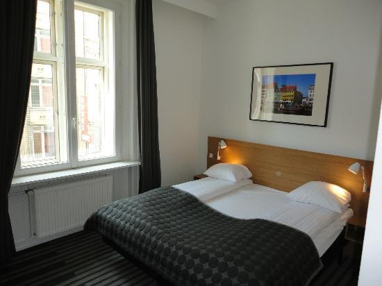 Copenhagen Crown Hotel: room 207