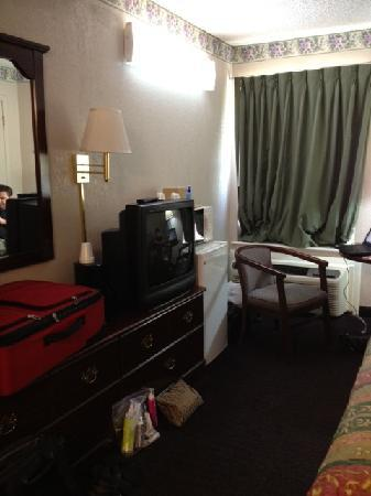Days Inn Southern Hills/ORU: Room 127