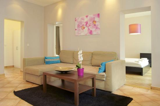 Zekian Serviced Apartments: C2R