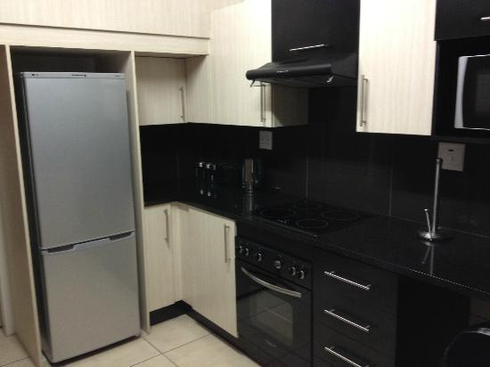 12 Stars Lifestyle Apartments: Kitchen