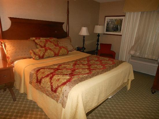 The Wayside Carriage House Inn: King Room