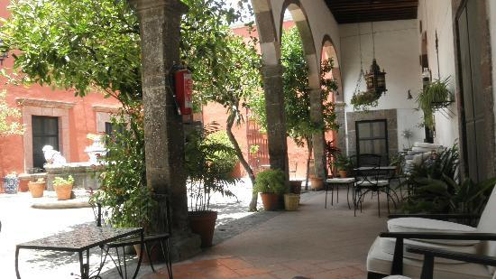 Casa Carmen: Courtyard
