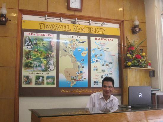 Madam Moon Guesthouse: Mr. Minh at the front desk, great guy!
