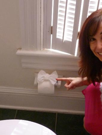 Ashling Cottage: Toilet Paper Bow!