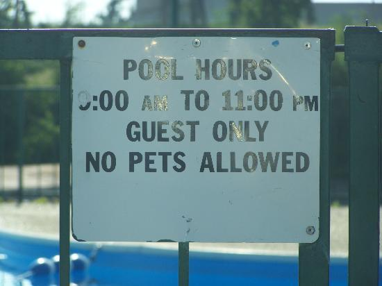 Hall of Fame Hotel: Pool Closed at 10PM