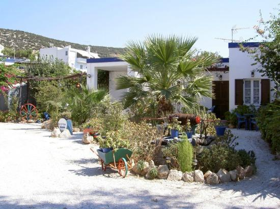 Galissas, Greece: Kosmos Rooms and Studios