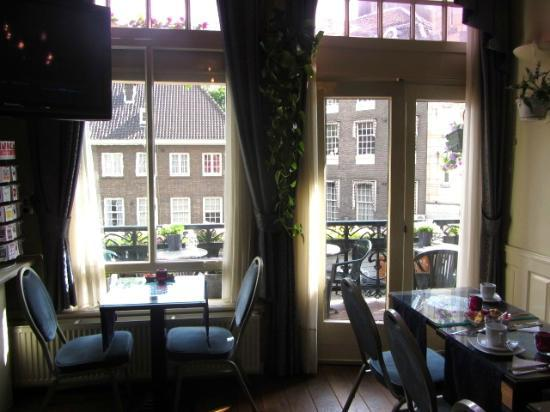 Clemens Hotel: bright breakfast nook