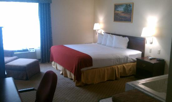 Quality Inn &amp; Suites: King Jacuzzi Suite