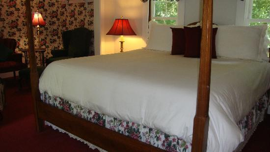 Snow Squall Bed and Breakfast: bedroom
