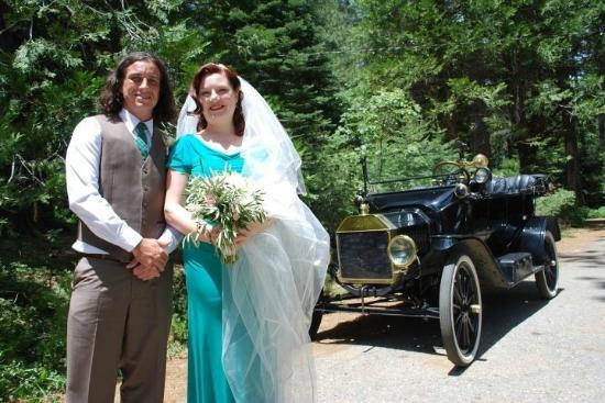 Tin Lizzie Inn: Wedding photo of us in front of vintage Model T Ford.