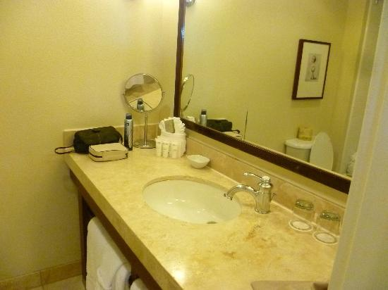 Moorpark Hotel: bathroom