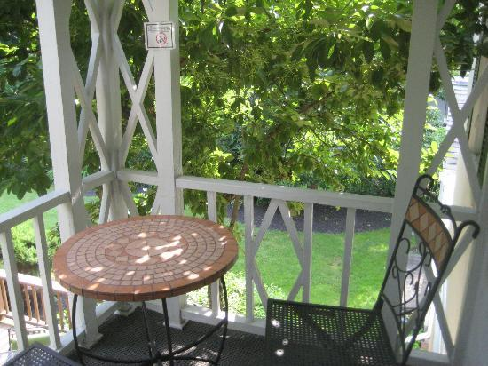 10 Fitch Luxurious Romantic Inn: Balcony off bedroom