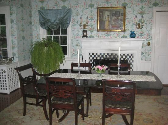 10 Fitch Luxurious Romantic Inn: Dining Room for Breakfast