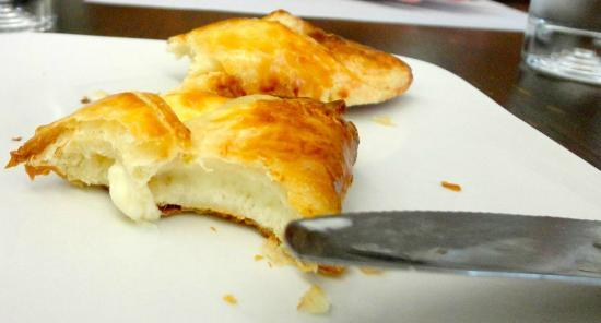 Bitton Bistro Cafe: lovely cheese danish
