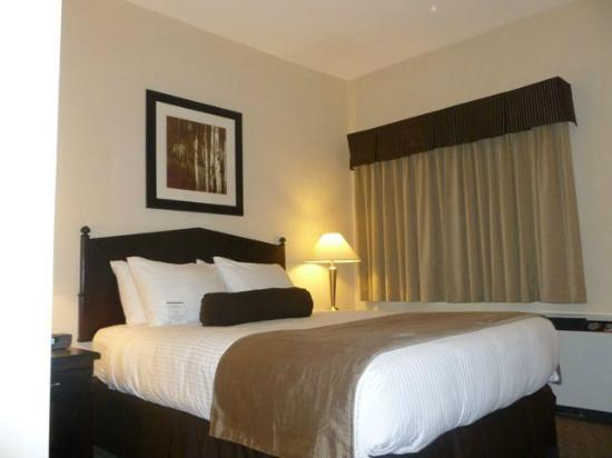 BEST WESTERN PLUS Baker Street Inn & Convention Centre: Sleeping area