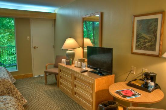 Natural Bridge State Resort Cottages: Natural Bridge State Resort room in the lodge