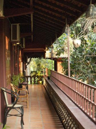 Angkor Spirit Palace: the side where the best rooms are