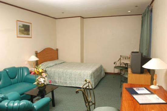 Golden Peak Hotel & Suites Cebu: Junior Suite..almost P4000 a night.