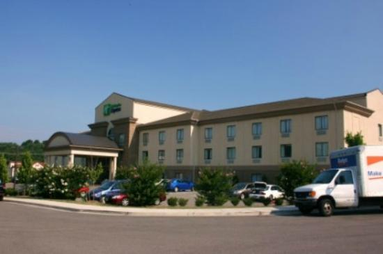 Holiday Inn Express Troutville-Roanoke North: Exterior