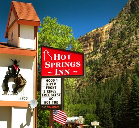 Hot Springs Inn: Out front