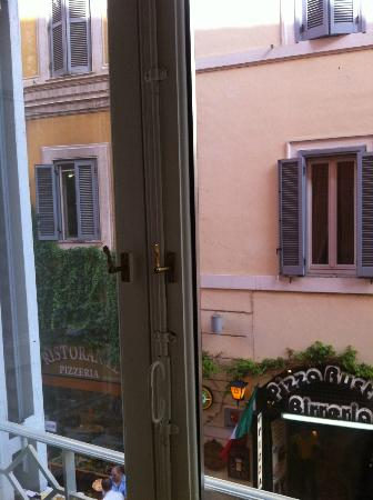 Trevi Luxury Rooms: window