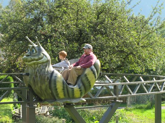Marquartstein, Germania: Pedal your snail around the track and enjoy the view.