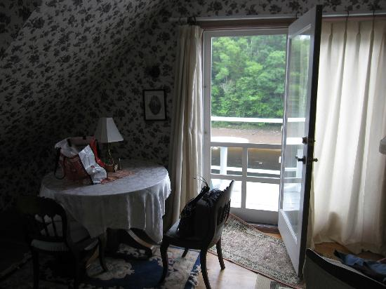 East Machias, Maine: dining area in room - upper coach