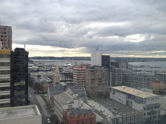 Ibis Styles Auckland: A view from the kitchen window, 17th floor, Wyndham St side. Good views across the harbour.